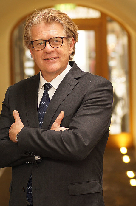 Dr. Günther Schmied